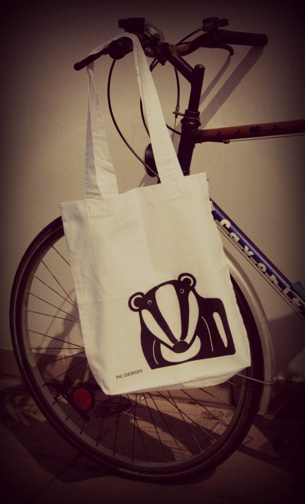 Jezevčí látková taška bílá